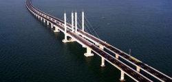 Εγκαινιάστηκε η μεγαλύτερη θαλάσσια γέφυρα του κόσμου